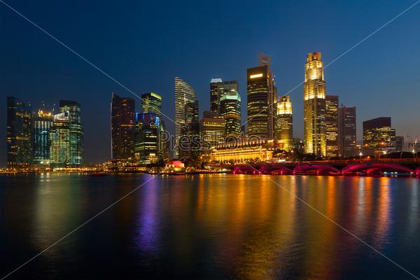 Фотография на тему Небоскребы в Марина Бей вечером, Сингапур