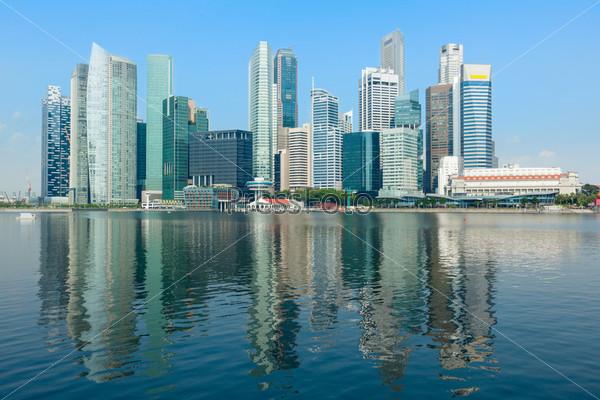 Небоскребы в деловом районе у Марина Бей в Сингапуре