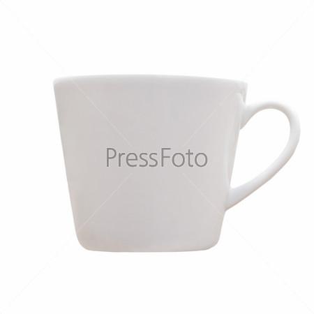 Белая керамическая чашка, изолированная на белом фоне
