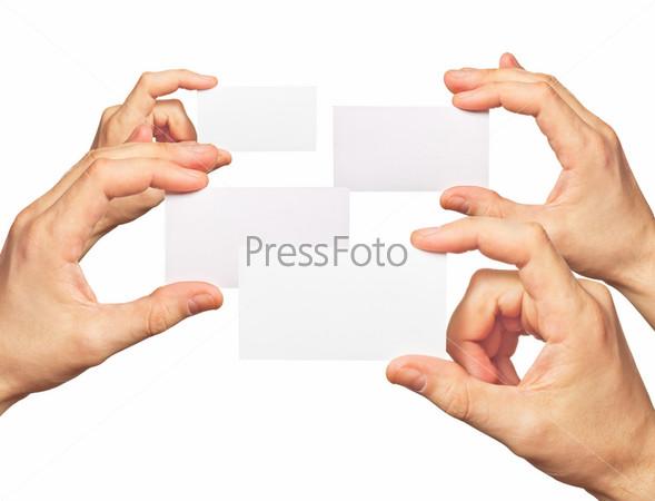 Визитные карточки в руках на белом фоне