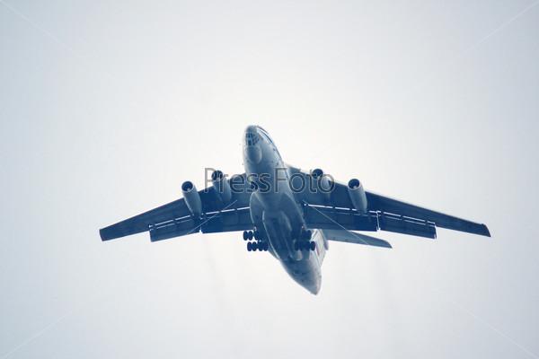 Фотография на тему Ил-76, многоцелевой четырехдвигательный стратегический авиатранспорт