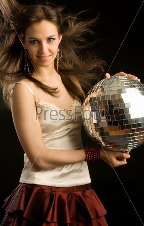 Фотография на тему Красивая девушка с дискошаром