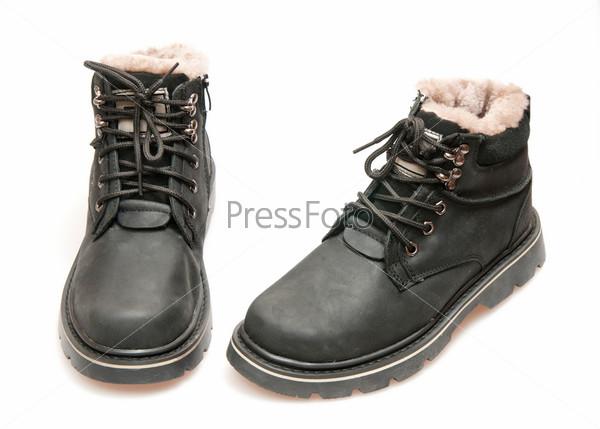 Черные ботинки, изолированные на белом фоне