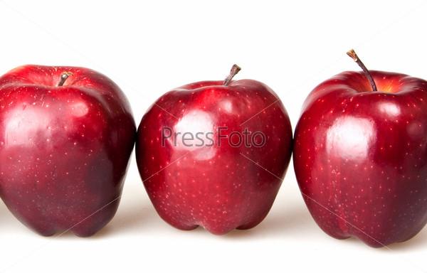 Фотография на тему Красные яблоки, изолированные на белом фоне