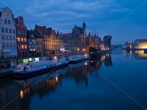Ночная набережная Мотлавы, Гданьск, Польша