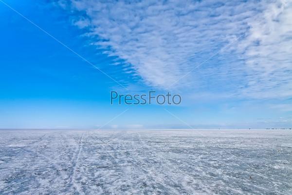 Ледяная поверхность Ладожского озера