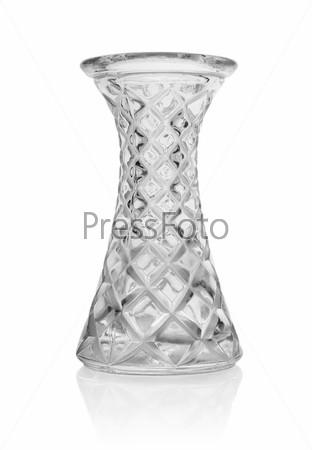 Стеклянная ваза, изолированная на белом фоне