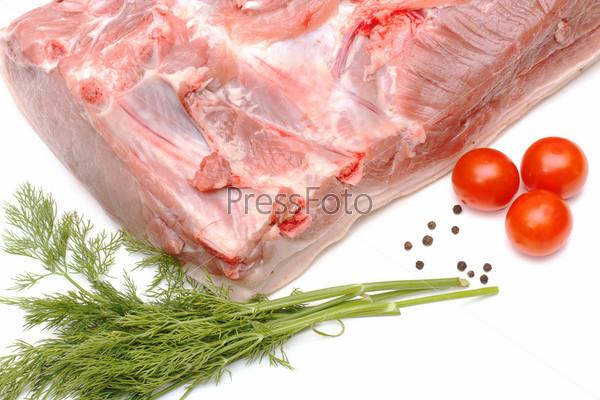 Фотография на тему Кусок сырой свинины и овощи, изолированные на белом фоне