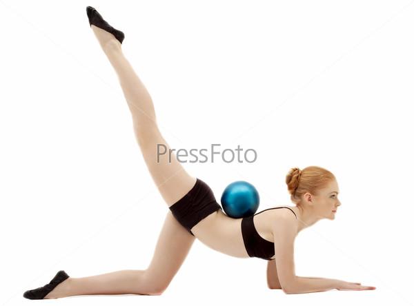 Фотография на тему Гимнастка в черном костюме с мячом, изолированная на белом фоне
