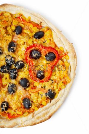 Половина пиццы на белом фоне