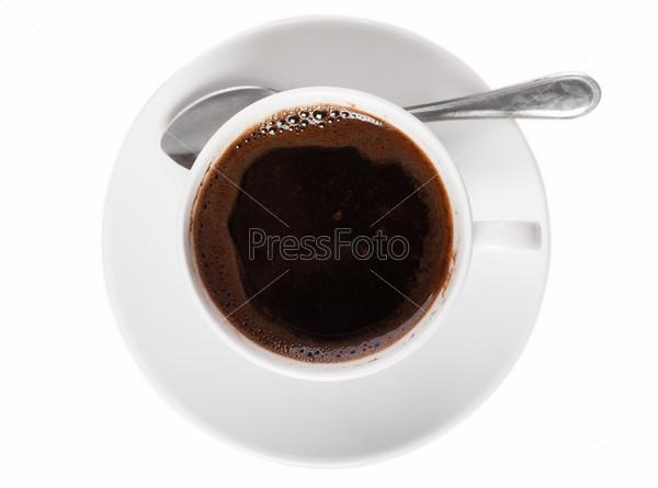 Белая чашка кофе и ложка на белом фоне