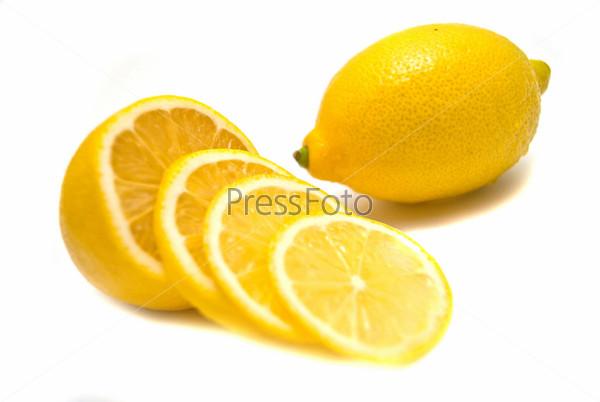Фотография на тему Лимоны на белом фоне