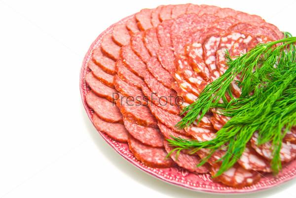 Колбаса на тарелке на белом фоне