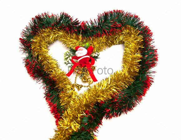 Фотография на тему Санта-Клаус в сердце из мишуры на белом фоне