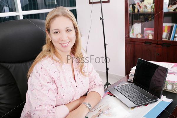 Фотография на тему Портрет педиатра на рабочим столом