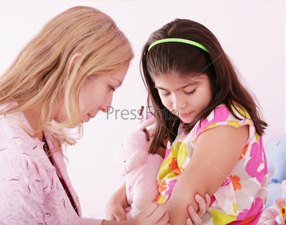 Фотография на тему Инъекция вакцины в руку