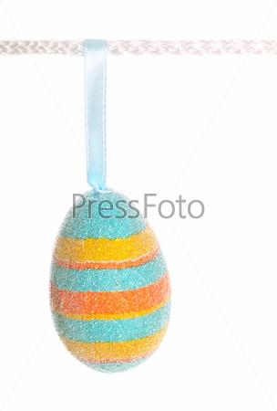 Фотография на тему Пасхальное яйцо, изолированное на белом фоне