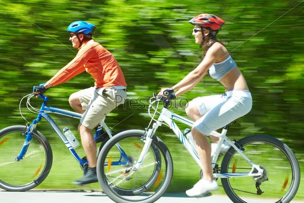 Фотография на тему Велосипедисты в движении