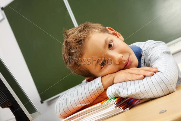 Фотография на тему Усталый мальчик