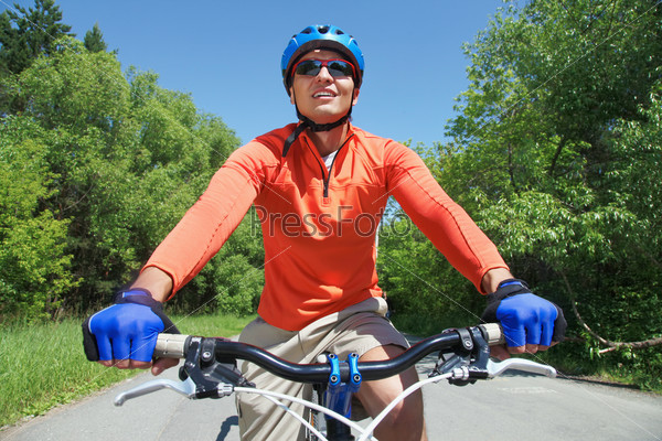 Фотография на тему Велосипедист в парке