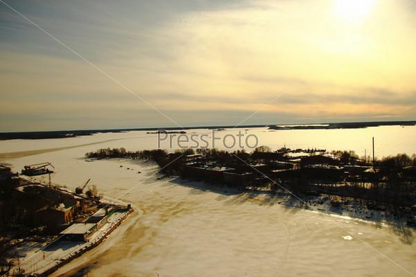 Зимний вид с высоты башни Выборга