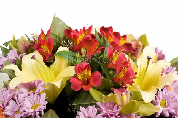 Фотография на тему Букет из желтых лилий, орхидей и хризантем, изолированный на белом фоне