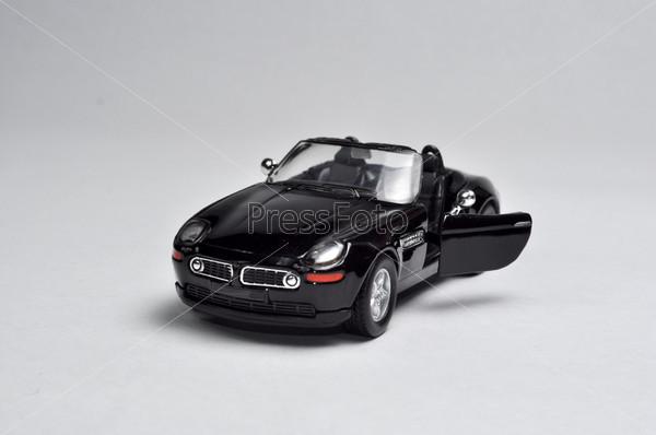 Спортивный автомобиль черново цвета на белом фоне