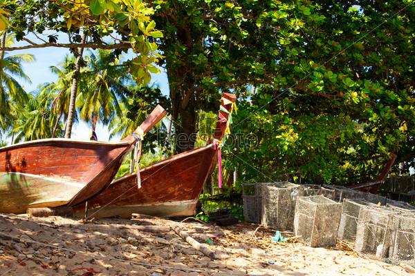 Рыбацкие лодки на побережье Андаманского моря, Кох Либонг, Таиланд