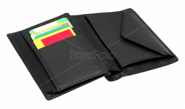 Открытый черный кожаный бумажник с кредитными картами
