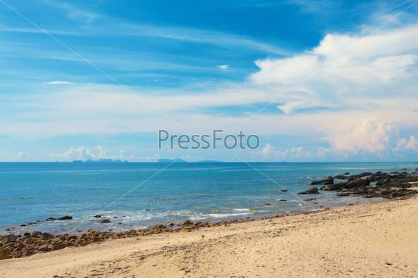 Фотография на тему Солнечный берег с камнями, Андаманское море, Таиланд