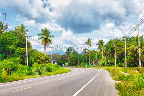 Фотография на тему Асфальтированное шоссе в джунглях, Краби, Таиланд