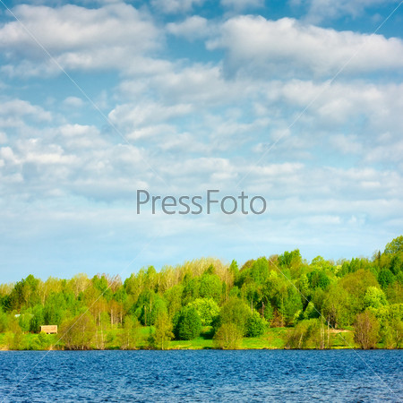 Фотография на тему Голубое озеро в лесу