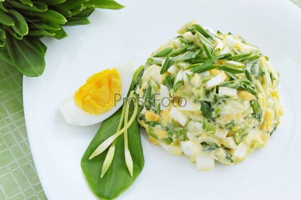 Фотография на тему Салат с черемшой и яйцом