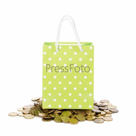 Фотография на тему Яркий пакет и монеты, изолированные на белом фоне