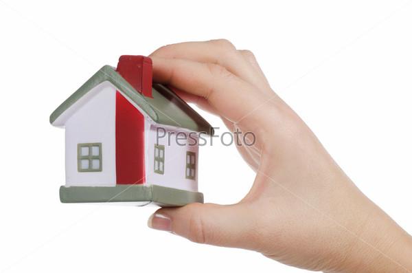 Фотография на тему Модель дома в женской руке, изолированная на белом фоне