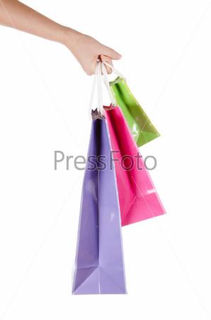 Яркие пакеты в руке, изолированные на белом фоне