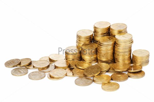 Стопки золотых монет, изолированных на белом фоне