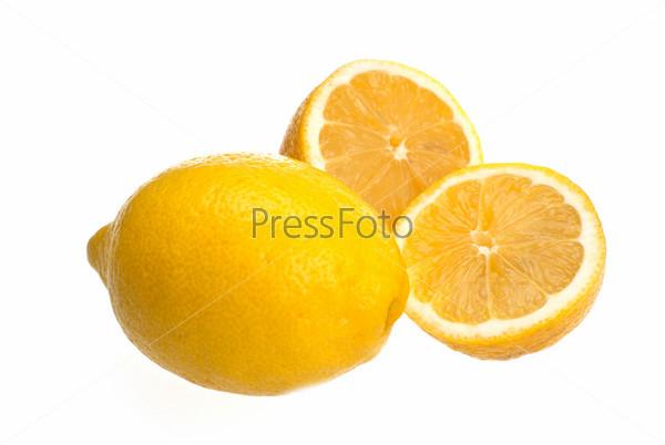 Итальянский лимон на белом фоне