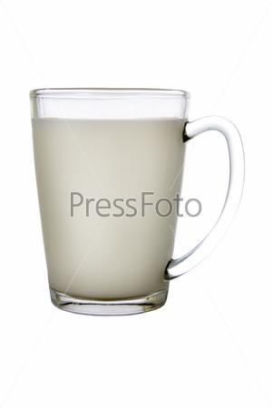 Стакан молока, изолированный на белом фоне