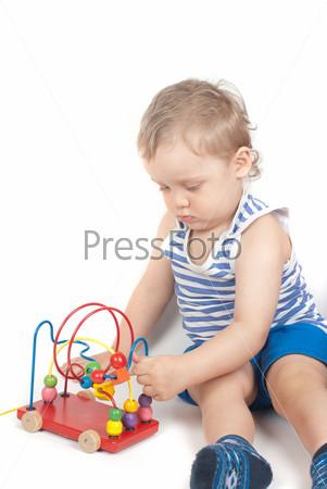 Фотография на тему Маленький мальчик с игрушками, изолированный на белом фоне