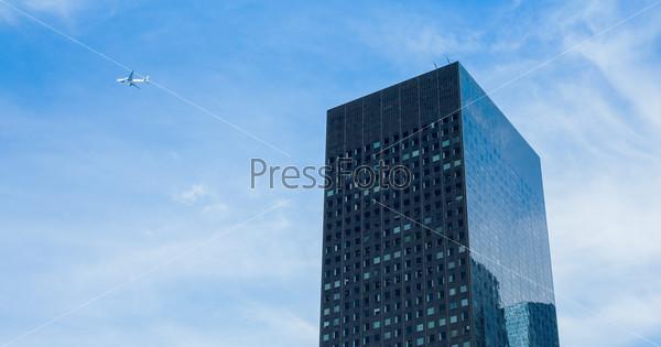 Фотография на тему Современный небоскреб в бизнес-центре Ла Дефанс, Париж