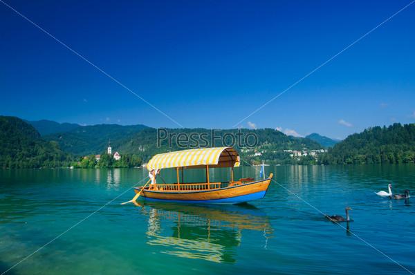 Фотография на тему Лодка на озере Блед. Словения, Европа