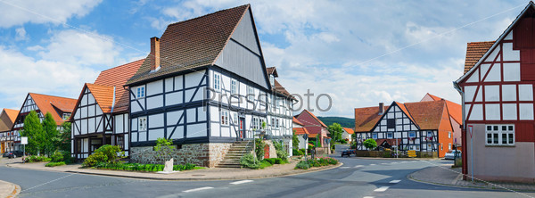Романтические фахверковые дома. Типичная немецкая деревня. Панорама