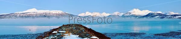 Зимняя сказка. Панорама с фьордами, домами, огнями. Полярная ночь в Норвегии