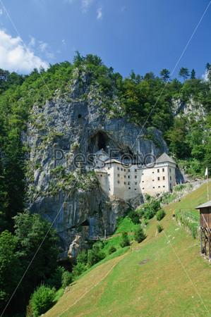 Предъямский замок в Постойне, Словения