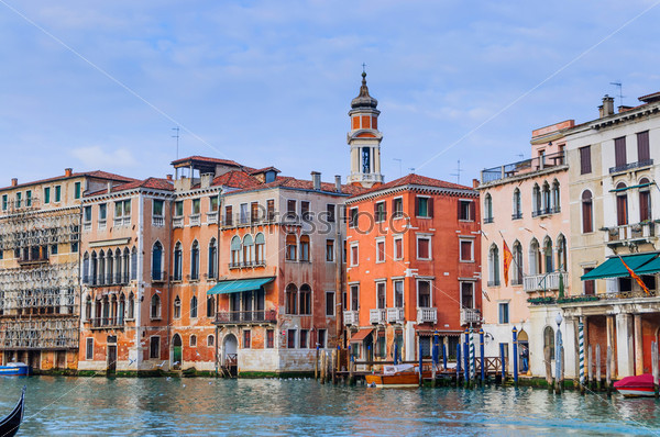 Фотография на тему Романтический канал в центре Венеции. Италия