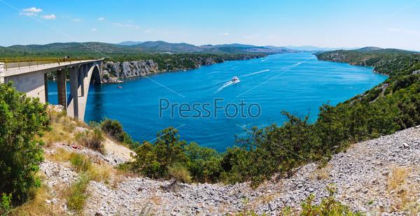 Мост на реке Крка в Хорватии
