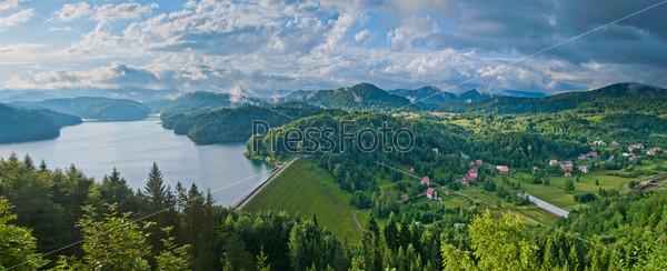 Панорама. Высокие Татры Словакии с горным озером