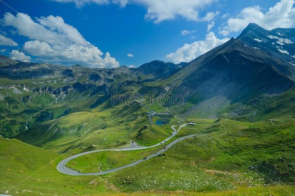 Гросглокнер, самая знаменитая горная дорога в австрийских Альпах с высоты птичьего полета