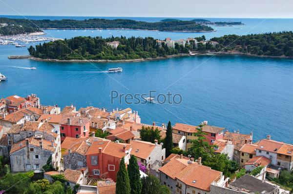 Панорамный вид на город Ровинь в Хорватии и Далматинское побережье